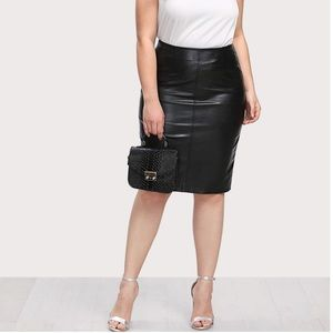 FAUX LEATHER PENCIL SKIRT SIZE 2X